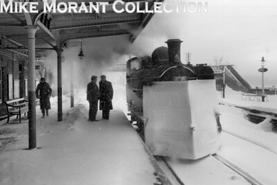 An unidentified 5700 class 0-6-0 pannier tank on snow clearance duties braves the continuing blizzard conditions at Leominster station during that dreadful 1963 winter although my own guess is that this was the initial deluge which was actually immediately following the 1962 Christmas break. [Mike Morant collection]