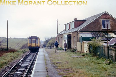 The 13.19 service for Bridport departs from Pwerstock station on 14/4/75. [Mike Morant collection]