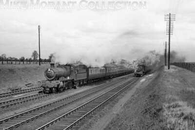 A pair of Churchward 4300 class moguls in charge of Down passenger trains near Twyford on 22/4/49. The loco on the left is no. 6334 whilst that on the right emitting considerable clag on the main line isn't identifiable. [Mike Morant collection]