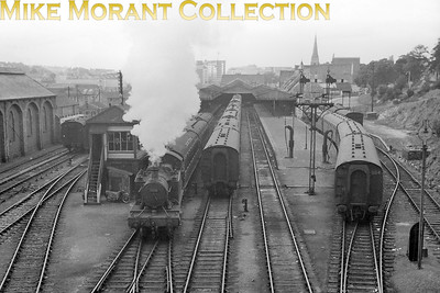 A nice panoranic view of Plymouth Friary station with Collett 4575 class 2-6-2T no. 5515 in charge of a three coach train passing the signal box. Although this view is undated it can be narrowed down to October/November 1961 which was the only period when 5515 was allocated to Plymouth (Laira) and that was immediately prior to its withdrawal from service. [Mike Morant collection]
