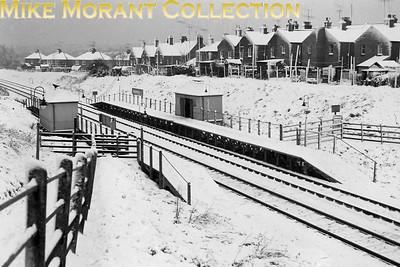 Radipole Halt at the start of the bitter 1963 winter when heavy snow first arrived on Boxing Day 1962. This shot was taken just three days later on 29/12/62. Weymouth is behind the photographer who lived just behind the row of houses on the right of the shot. [C. L. Caddy / Mike Morant collection]