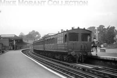 The famed London Transport Ashbury Puss-Pull set of coaches at Rickmansworth station on an unspecified date in 1960. This speculation but I think that this was the end for the Ashbury set on the Chesham branch and it is moving southwards after withdrawal. It is till with us some six decades later on the heritage Bluebell Railway for which we sahould be grateful. [Mike Morant collection]