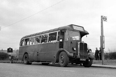 London Transport 11T11 single-deck bus no. T255 fitted with a Weymann replacement body is shown here at an unnanmed location whilst operating on central route 224 between Uxbridge and Laleham at a date between April 1946 and January 1950. T255 would be withdrawn in January 1952. [Mike Morant collection]