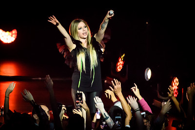 Avril Lavigne Performs in Toronto