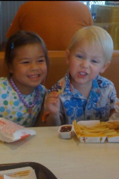 Makiyah and Tristen.  Looks like they're at MickeyD's.
