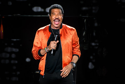 Lionel Richie Performs in Toronto