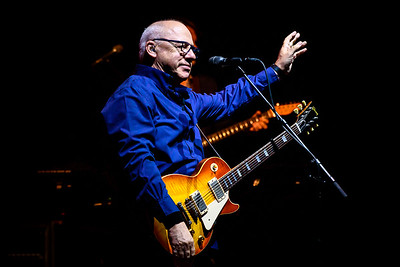 Mark Knopfler Performs in Toronto