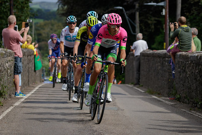 Tour of Britain 2018 - Stage 1, Pembrey to Newport. Peloton: 124 José Fernandes (Team EF Education First – Drapac p/b Cannondale), 194 Iljo Keisse (Quick Step Floors), Lucas Hamilton (Mitchelton-Scott),  176 Ian Stannard (Team Sky), 174 Vasil Kiryienka (Team Sky), 175 Wout Poels (Team Sky), 172 Chris Froome (Team Sky), 171 Geraint Thomas (Team Sky), 161 Ben Swift (Great Britain-GBR).