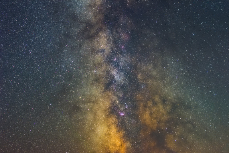 Made from 6 light frames (captured with a NIKON CORPORATION camera) by Starry Landscape Stacker 1.6.2.  Algorithm: Median