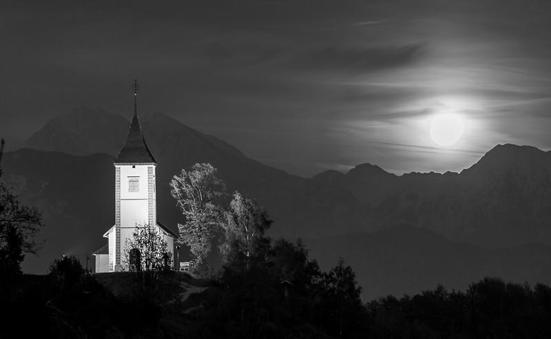 Jamnik by moonlight