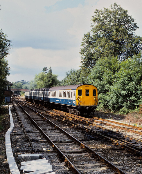 Class 205 DEMU 205018 departs from Hurst Green with a service from Victoria - Uckfield<br /> <br /> 5 September 1986<br /> 1/500  f6.3