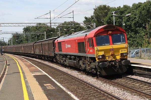 4 August 2018. 66152 Derek Holmes Railway Operator curves through Wolverton leading 6O67 1405 Daventry - Dollands Moor.