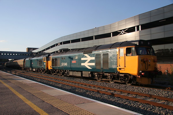 5 August 2018. 50049 Defiance + 50007 Hercules arrive into Banbury loop to allow passage of a XC passenger working from BNS - Reading whilst working the Dub & Grub, the 1Z52 1835 Birmingham International - Basingstoke.