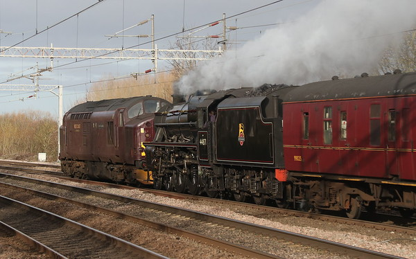 22 December 2018. WCRC 37516 Loch Laidon pilots 44871 past Wolverton with the 5Z21 0944 Southall - Carnforth ECS.