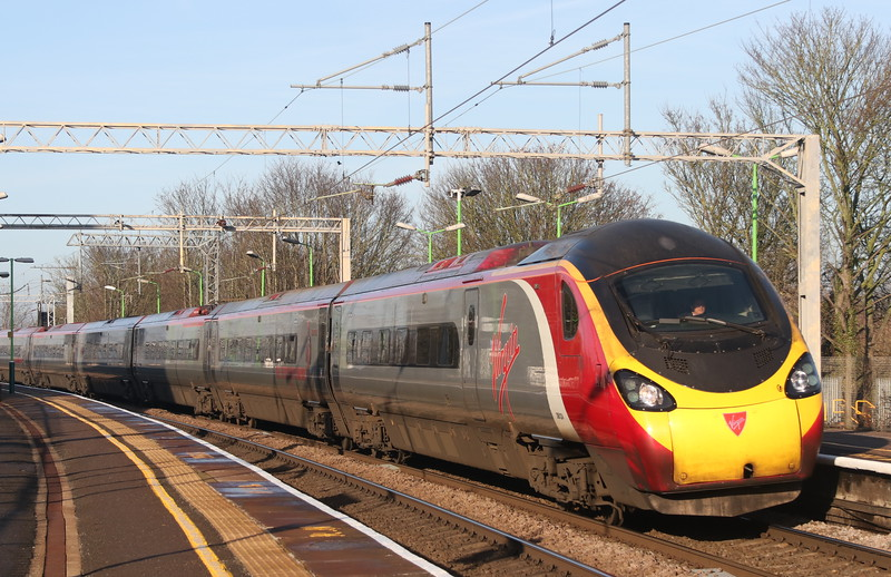 24 December 2018. With the fast lines shut in connection with the MK Christmas engineering works, 390124 Virgin Venturer passes Wolverton with the 1A24 1035 Manchester Piccadilly - Euston.