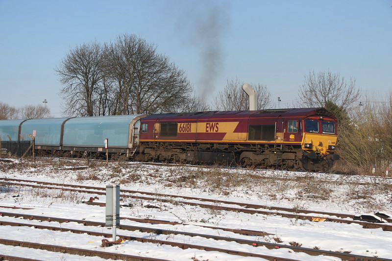 2 February 2019. After a lengthy hold due to a red signal, 66181 accelerates away on the Didcot avoider with the 4O40 1044 Morris Cowley - Southampton Eastern Docks.