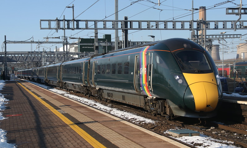 2 February 2019. 800008 #trainbow + 800014 pass Didcot at low speed working the 1L52 0938 Carmarthen - Paddington.