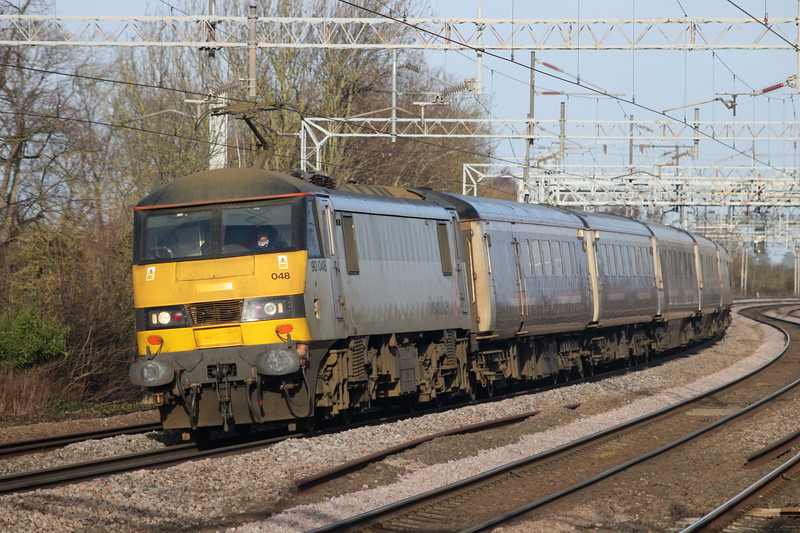 9 February 2019. Running a whopping 145 late as she passes the camera due to overhead power issues between Carstairs and Beattock, 90048 approaches Wolverton with the 1M16 2045 Inverness -Euston sleeper.