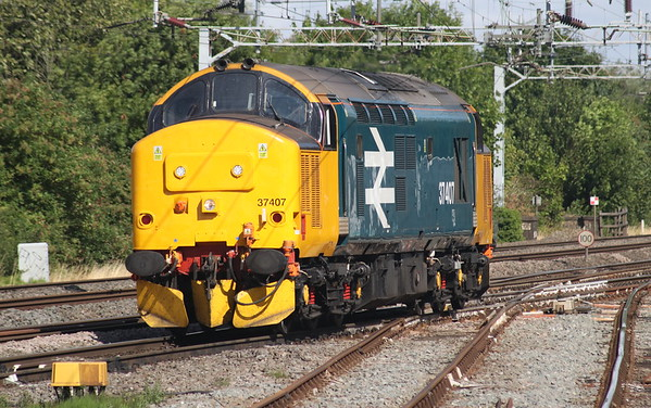 28 July 2018. A sparkling 37407 crosses Denbigh South Junction on the approach to Bletchley working 0A68 0650 Crewe Gresty Bridge - Wembley.