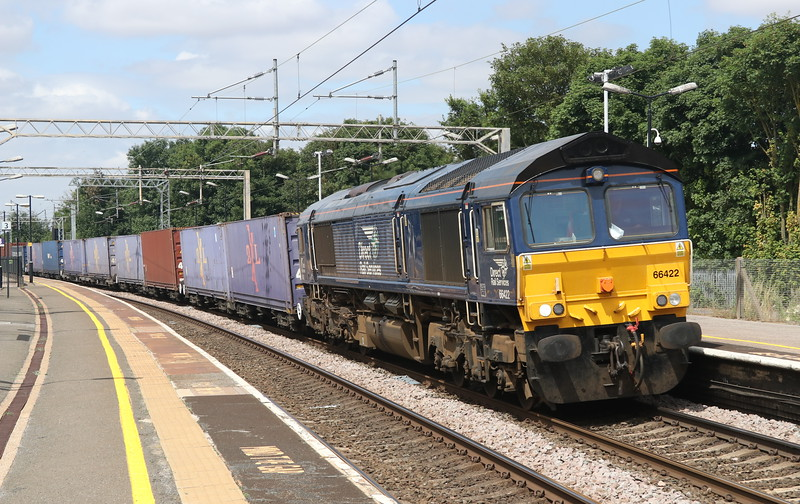 22 July 2018. DRS 66422 curves through Wolverton with the 4L48 1309 Daventry - Purfleet.