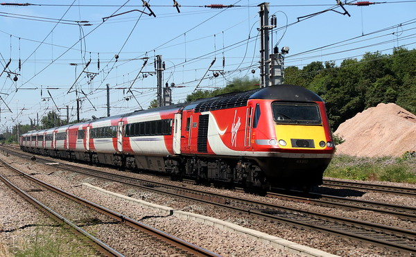 25 June 2018. 43302 World Speed Record - HST hammers South at Hitch working the 1Y82 1204 York - Kings Cross. Additional wording on the vinyl nameplate reads, ' The 30th anniversary of Power Car 4310(43302) reaching 148.5 mph on 1st November 1987, setting the world speed record for diesel traction which still stands today'.
