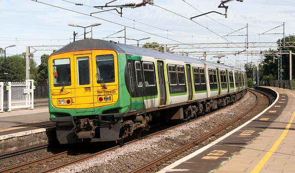 23 June 2018. 319441 and 319429 (out of sight leading) pass Wolverton on the 5N19 0924 Bletchley CS - Northampton EMU Depot.