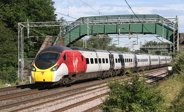 23 June 2018. 390013 Blackpool Belle approaches MK at Bradwell with the 1M21 0426 Glasgow Central - Euston.