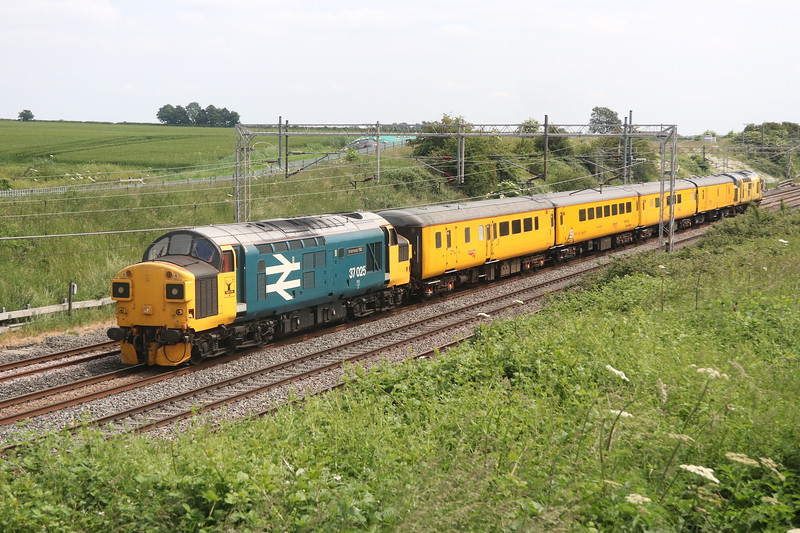 8 June 2018. Having reversed at Bletchley 37025 Inverness TMD passes Castlethorpe with 97301 on the rear of 1Z45 heading for Derby.