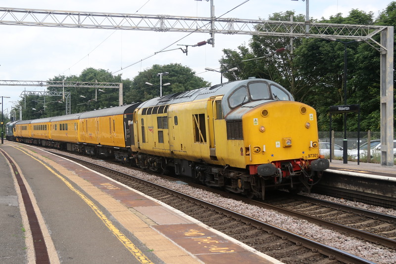 8 June 2018, 97301 or 37100 in old money disturbs the peace through Wolverton on the 1Z45 1011 Crewe CS - Derby RTC via Bletchley.