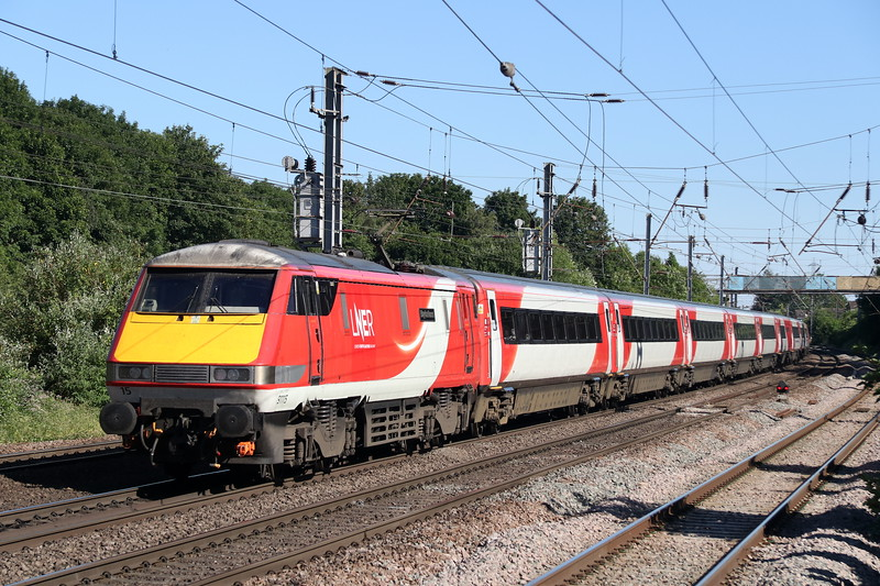 25 June 2018. One of the first 91's to gain LNER branding is 91115 Blaydon Races, seen here passing Hitchin pushing the 1B87 1556 Newark North Gate - King's Cross.