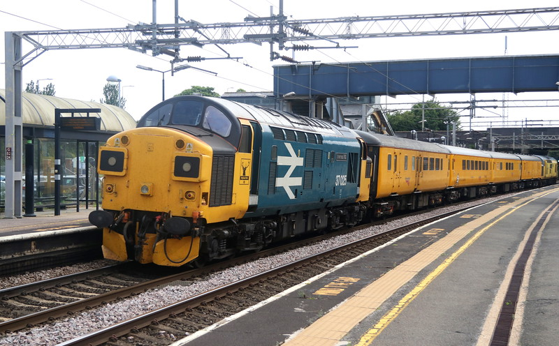 8 June 2018. Old Scottish favourite, 37025 Inverness TMD brings up the rear of 1Z45 through Wolverton.