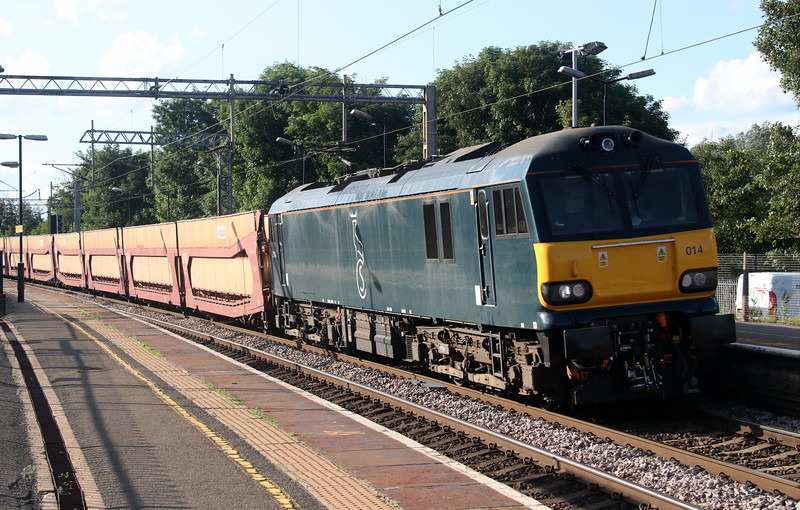 2 June 2018. Caledonian 92014 passes Wolverton leading the 6L48 1408 Garston - Dagenham.