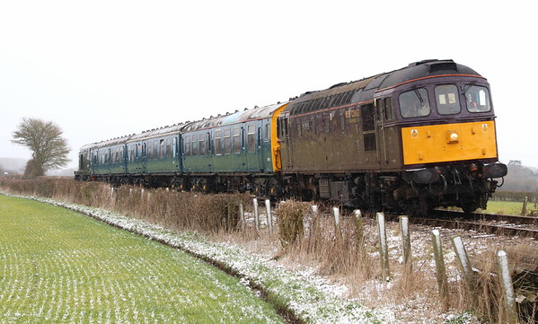 17 March 2018. With D8059 on the rear, 33207 Jim Martin leads 3 CEP 1198 Linda The Lymington Flyer past Horsenden Crossing with the 1P73 1515 Chinnor - Princes Risborough.