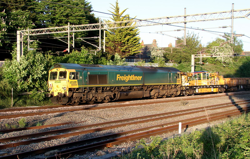 19 May 2018. Palindromic 66566 passes Castlethorpe on the rear of the 7Y52 1629 Crewe BH - Long Buckby. 66561 was lead engine.