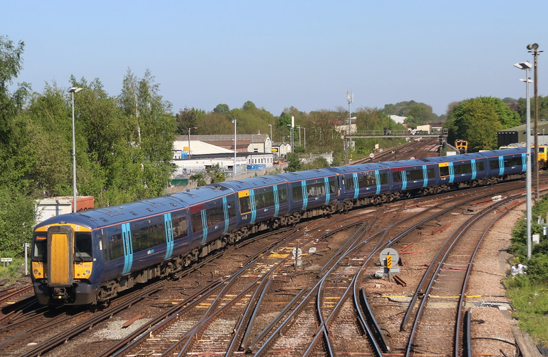 5 May 2018. South Eastern 375709 + 375601 leave Tonbridge working the 2H33 1559 Tonbridge - Hastings.