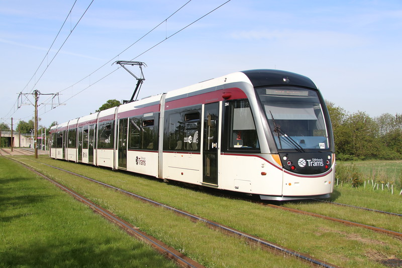 18 May 2018. Edinburgh tram 264 leaves Gogarburn on an Edinburgh Airport - York Place working.