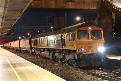 27 October 2018. 66738 HUDDERSFIELD TOWN comes to a stand at Bletchley whilst working the 6B11 0106 Peak Forest - Bletchley Cemex