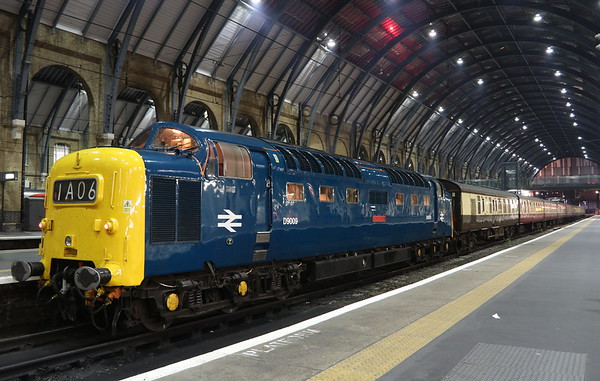 15 September 2018. D9009 ALYCIDON stands on the blocks at King's Cross having worked The Talisman, the 1Y50 1747 Newcastle - King's Cross. She was 10E into Lewis Cubitt's cathedral despite running 30L at one point heading South due to a late departure from Tyneside along with a trespass incident near Northallerton. A truly wonderful run South which I was fortunate to experience.