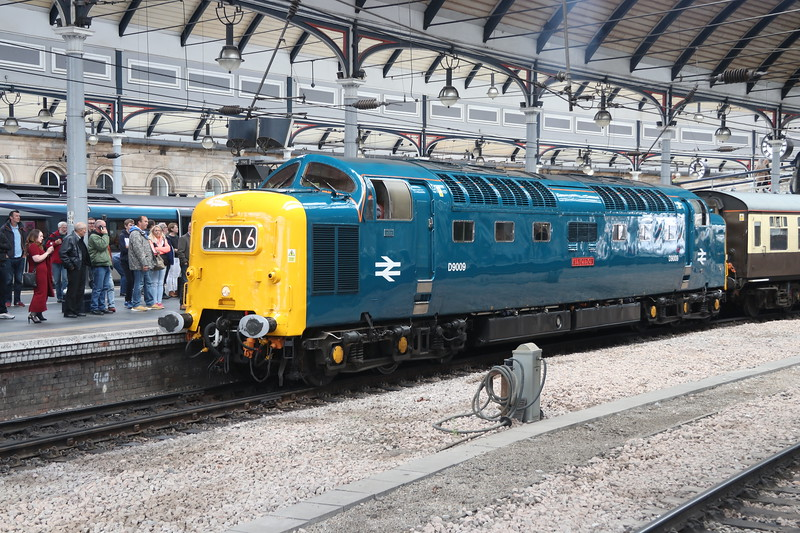 15 September 2018. Deltic drone and Napier noise as D9009 ALYCIDON erupts away from Newcastle with ECS, the 5Z61 1448 to Tyne Yard.