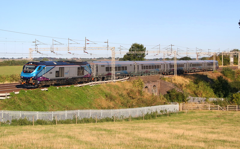 7 September 2018. I heard her approaching from what seemed miles away !! TPE 68020 Reliance looks and sounds the business passing Three Arches, Castlethorpe with the 3B01 0516 Manchester International Depot - Bletchley test/training run.