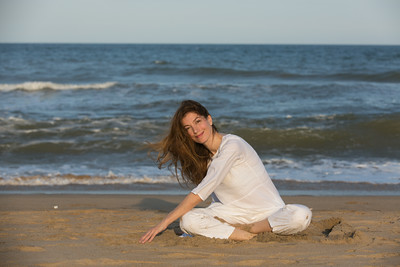 A portrait session with Isadora a yoga instructor.  Photos taken in Chennai on the beach.