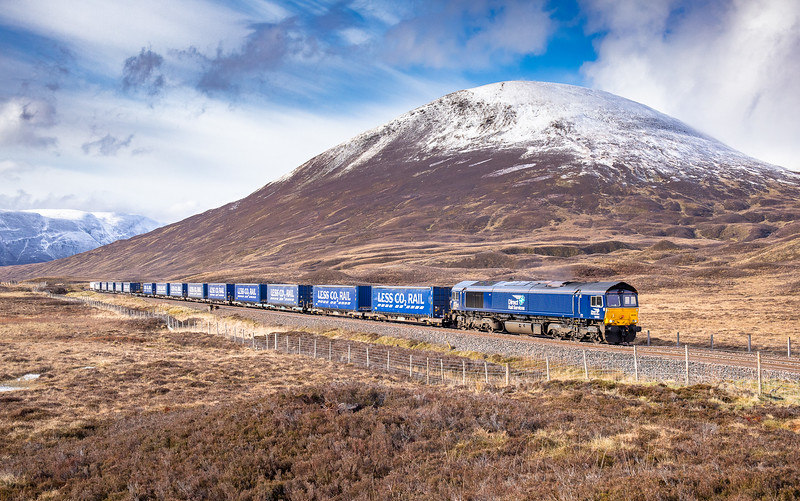 090519   66302 tops the climb to Drumochter with the  4H47 05:04 Mossend-Inverness