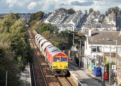 241019  66113 passes through Dockyard halt with an early running  6C53 15:21 St.Blazey-Exeter Riverside