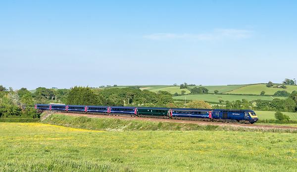 43136 leads the 1C88 1603 London Paddington to Penzance near Tigley