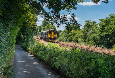 250718  .150247 drops down into Coombe junction with the 2L79 1115 Liskeard to Looe