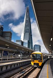 101118  A class 465 EMU awaits to get away from London bridge station.