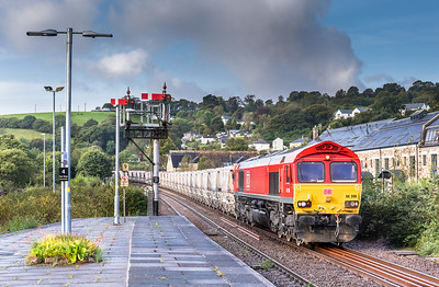 120917  Catching a hint of brightness....66206 heads into Lostwitiel to runround with 6G06   07:39 Goonbarrow-Fowey