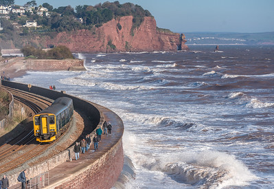 181118  . 150239  heads into Teignmouth with the 2C47 1215 Exeter St Davids to Penzance