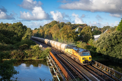 171019 70807  nears Tavistock junction with the 6C36 ThO 06:25 Moorswater-Aberthaw cement works