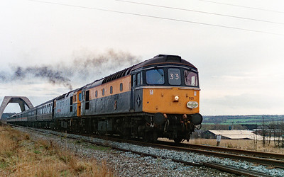 33 025 between Frodsham Junction & Halton Junction on 28th January 1995